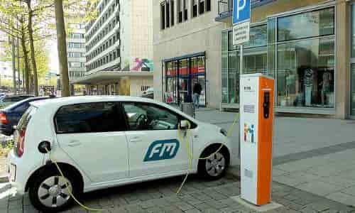 elektrikli otomobil için şarj istasyonu